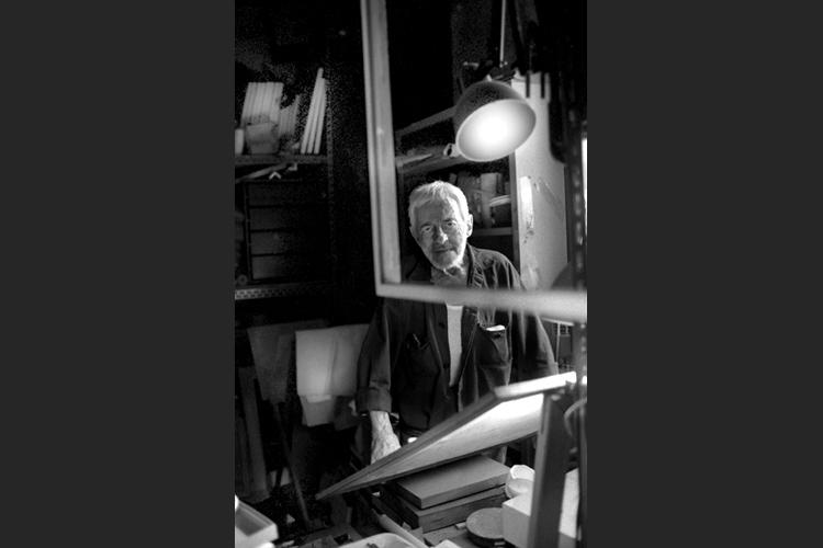 Armando Pizzinato nel suo atelier