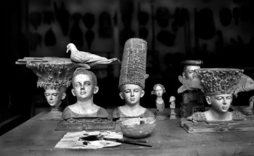 L'nterno del suo atelier a Parigi
