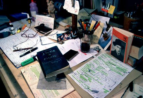 Il tavolo nel laboratorio di Erto
