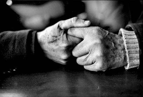 Le mani dello scrittore e del partigiano