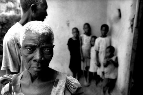 I nonni si occupano dei nipoti rimasti senza genitori