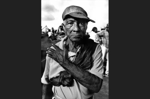 Pedro Torres rientra nel suo villaggio