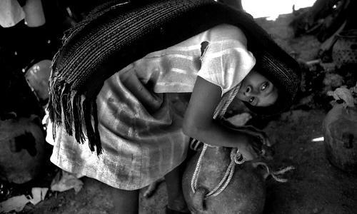 Giovane portatrice d'acqua-Tlaquiltzinapa-Guerrero