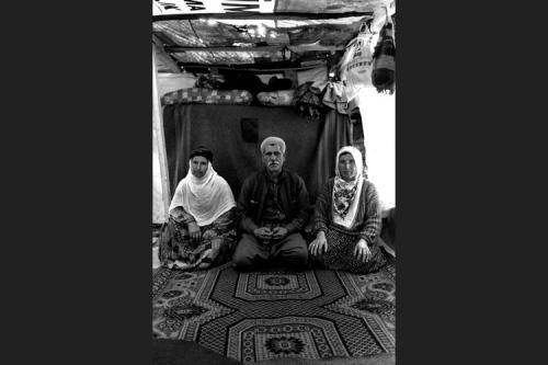 Kamil assieme alle sue due mogli Naïe e Vazile-Tendopoli di Kesan-Provincia di Edirne