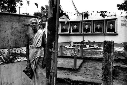 Le immagini dei martire tamil- Vakarai